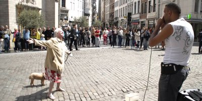 Lady Walking Her Dog Dances Her Heart Out to this Beatboxing StreetPerformer