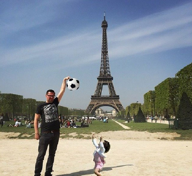 eiffel tower photoshop 4chan (23)