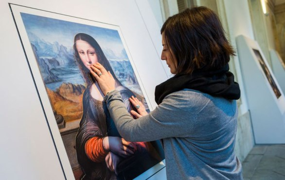 Museum-Exhibit-for-the-Blind-Encourages-People-to-Touch-the-Artworks-(cover)