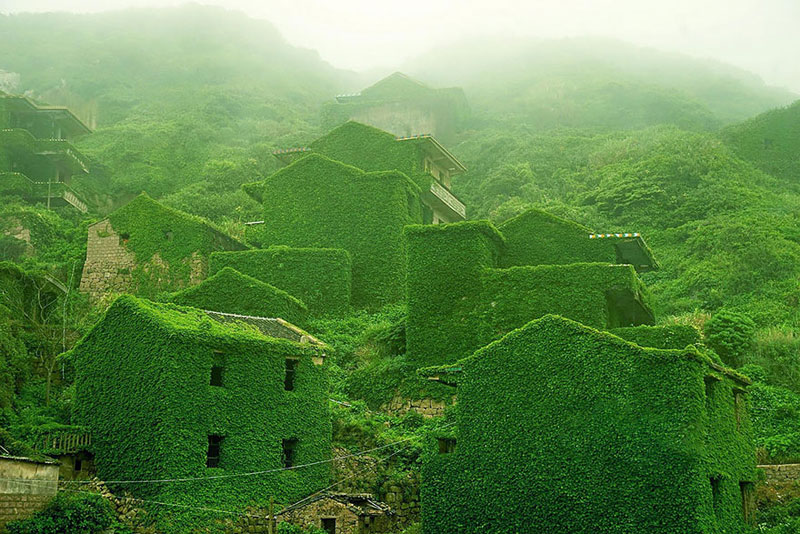 There's an Abandoned Village in China Being Overtaken by Nature