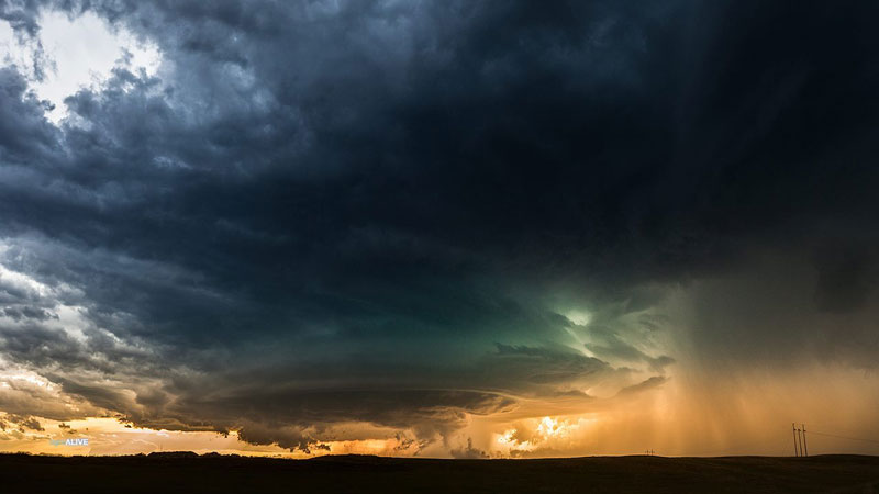 "Storm Chaser Captures One of the ""Most Beautiful Weather Phenomenons"" He's Ever Seen"