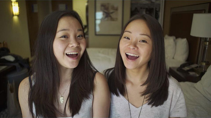 Identical Twins Separated at Birth, Find Each Other Online 25 Years Later