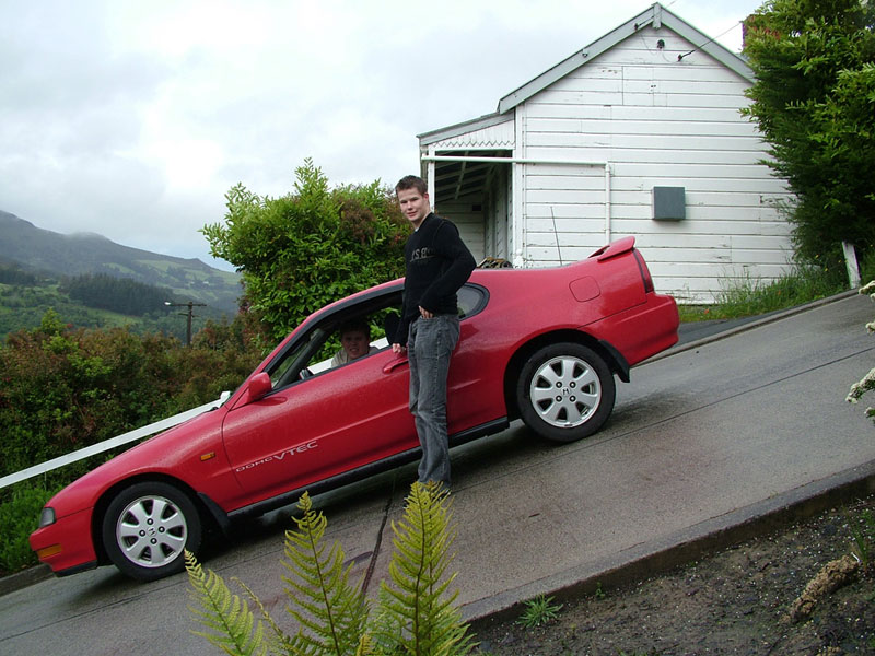 steepest residential street in the world baldwin street dunedin new zealand guiness world record (4)