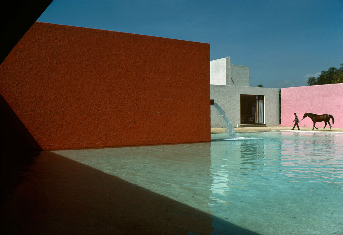 MEXICO. Mexico-City. San Cristobal. Stable, horse pool and house (1967-68) planned by Luis BARRAGAN and Andres CASILLAS. 1976. Contact email: New York : photography@magnumphotos.com Paris : magnum@magnumphotos.fr London : magnum@magnumphotos.co.uk Tokyo : tokyo@magnumphotos.co.jp Contact phones: New York : +1 212 929 6000 Paris: + 33 1 53 42 50 00 London: + 44 20 7490 1771 Tokyo: + 81 3 3219 0771 Image URL: http://www.magnumphotos.com/Archive/C.aspx?VP3=ViewBox_VPage&IID=2S5RYD141W59&CT=Image&IT=ZoomImage01_VForm