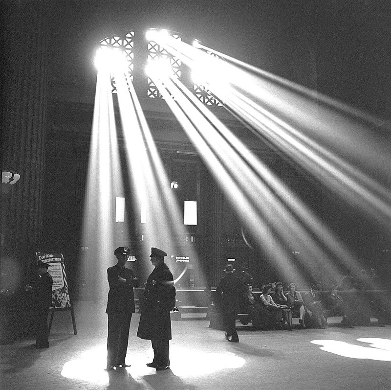 union station chicago 1943 library of congress jack delano rays of sun Picture of the Day: Union Station, Chicago 1943