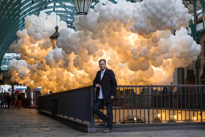 charles petillon invasion 100000 balloons covent garden (2)
