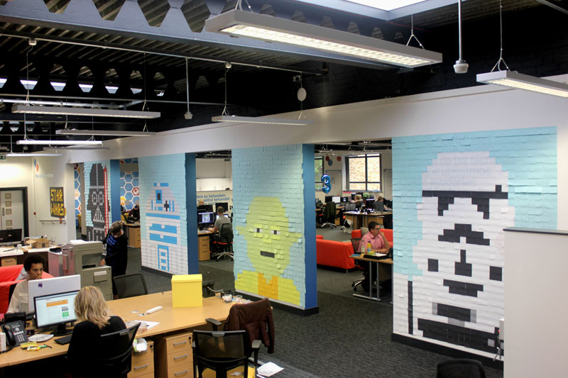 Co-Workers Use Post-Its to Turn Boring Office Walls Into Awesome Star Wars Characters (2)