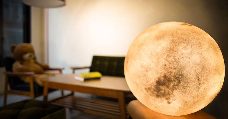 A Lantern That Looks Like the Moon