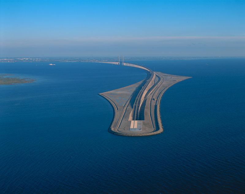 oresund bridge tunnel connects denmark and sweden (13)