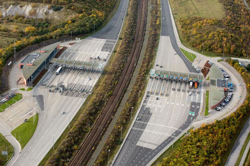 oresund bridge tunnel connects denmark and sweden (2)