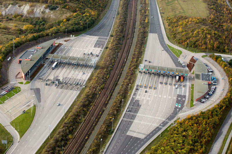 oresund bridge tunnel connects denmark and sweden (2)