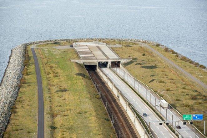 oresund bridge tunnel connects denmark and sweden (4)