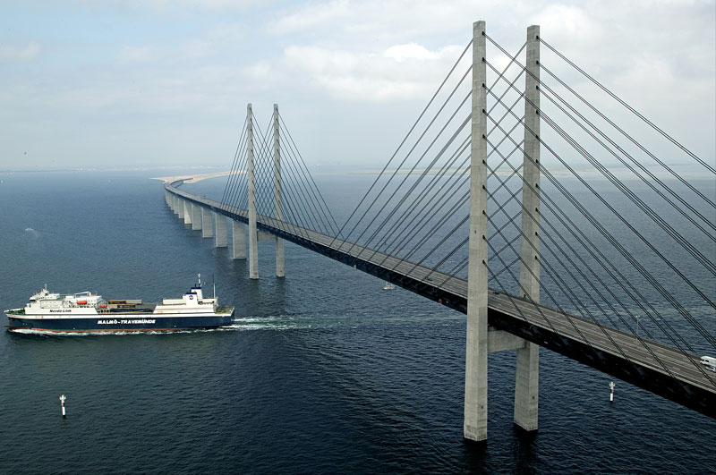 oresund bridge tunnel connects denmark and sweden (8)