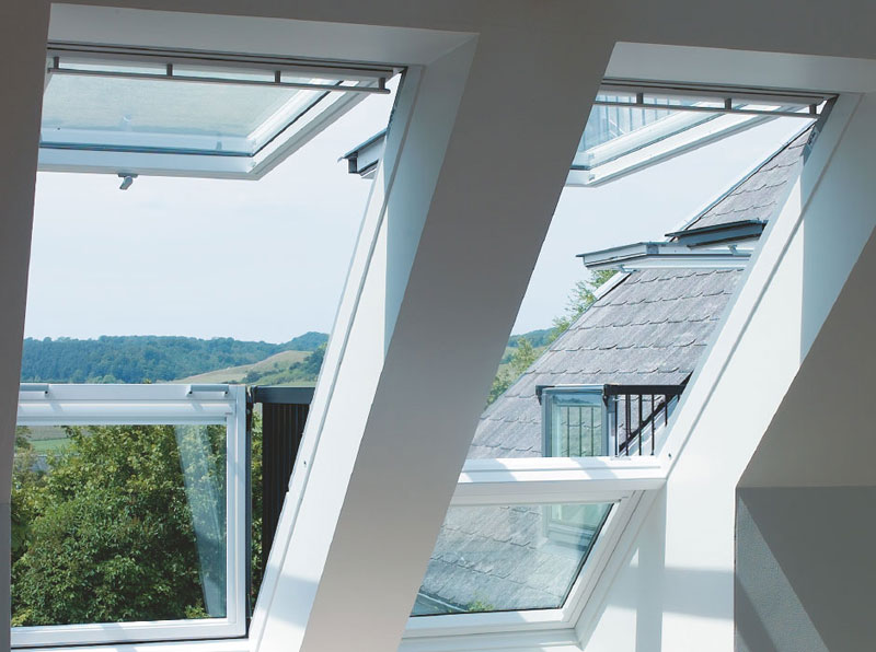 roof window opens into balcony velux cabrio (1)