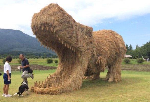 straw-art-festival-niigata-city-japan-(20)