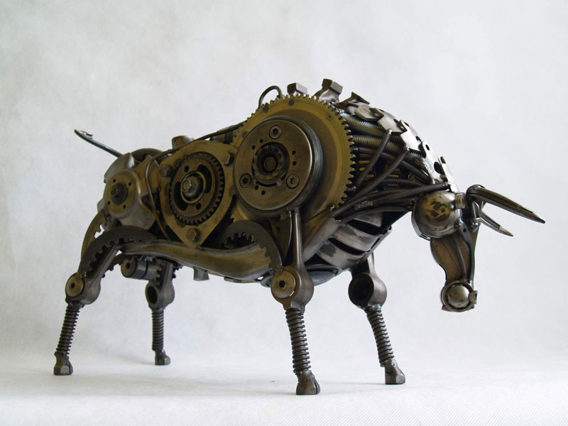 Tomas Vitanovsky makes animal sculptures out of scrap metal (1)