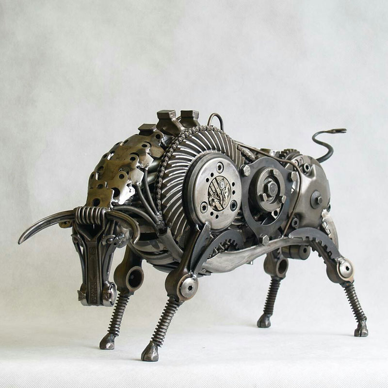 Tomas Vitanovsky makes animal sculptures out of scrap metal (2)
