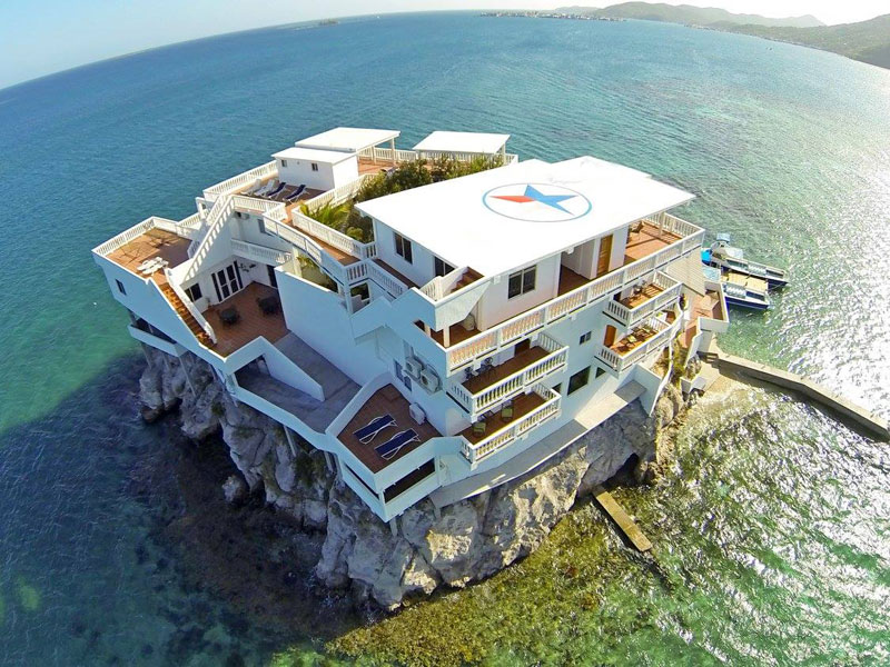 This Diver S Paradise Is Built On A Rock And Surrounded By