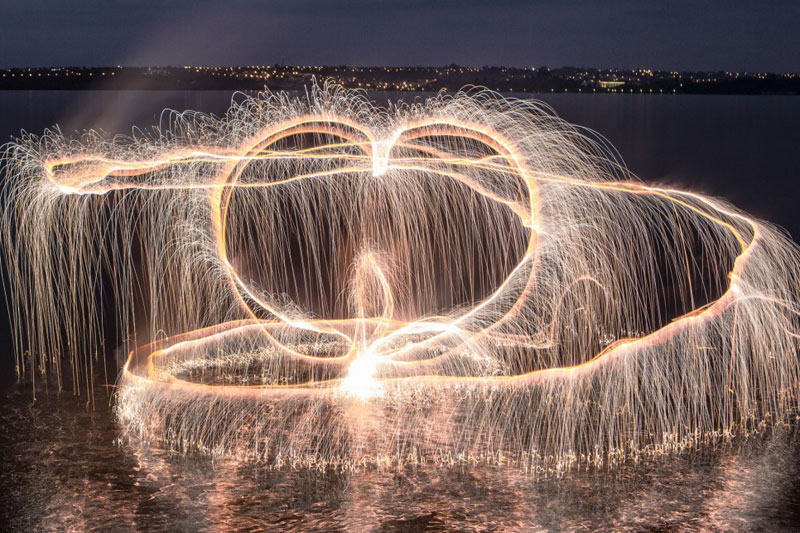long exposure light paintings with fireworks by vitor schietti (9)