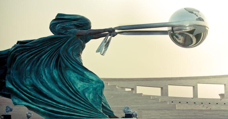 sculptures-by-lorenzo-quinn-artist-(1)