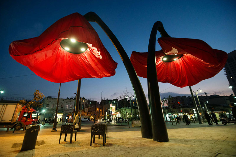 Interactive Flower Lights That Bloom When People Approach by HQ Architects (1)
