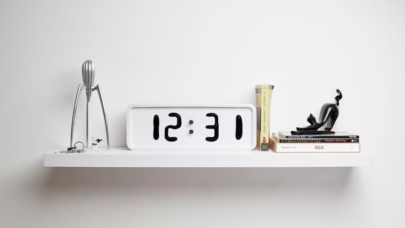 Rhei-Electro-Mechanical-Clock-with-Liquid-Display-Mangets-Ferrofluids-(16)