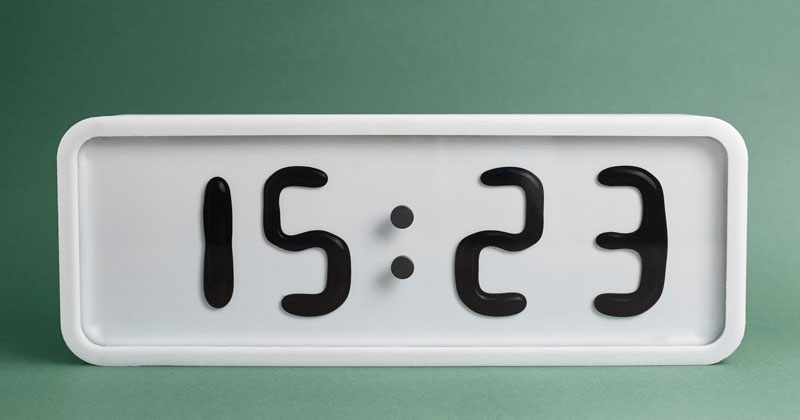 Rhei: An Electro-Mechanical Clock with a Liquid Display