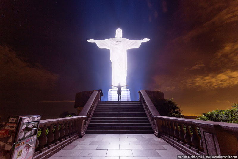 Daredevils Document Their Night Time Ascent of Rio's Christ the Redeemer (5)