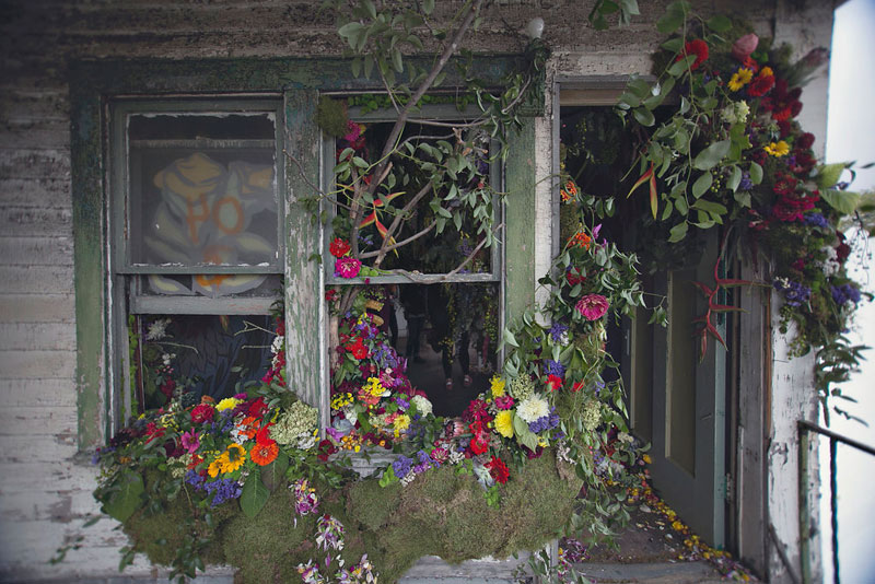 Florists Turn Abandoned House Into Flower Sanctuary (18 Photos)