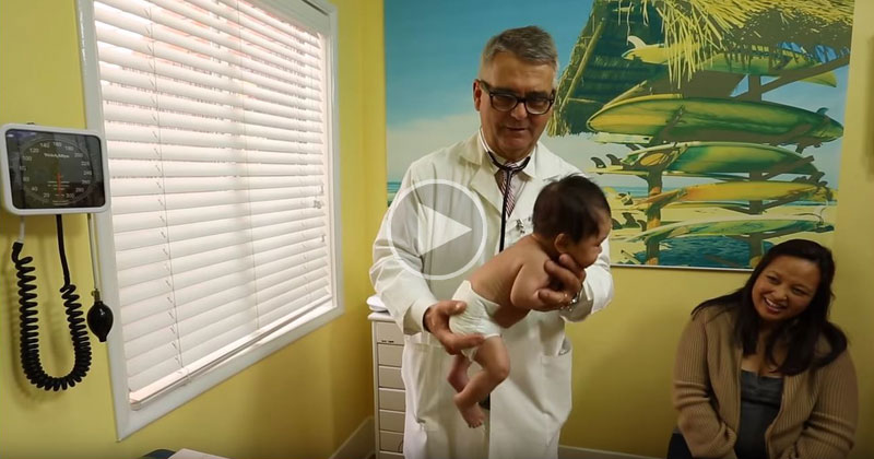 Pediatrician of 30 Years Shows How He Calms a Crying Baby