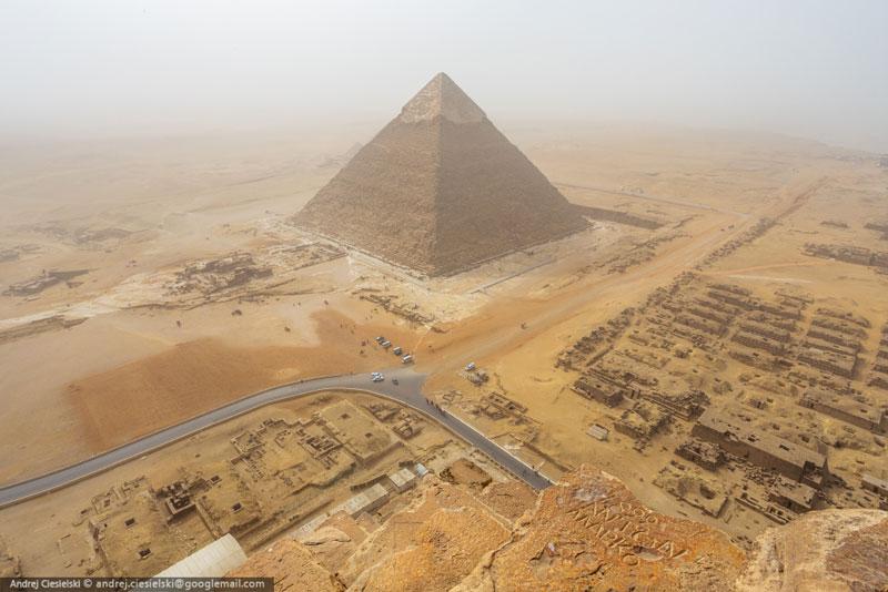 Andrej Ciesielski illegally scales giza pyramid (4)