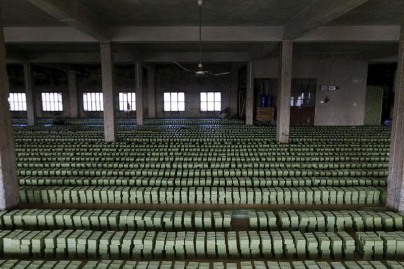 making alepo olive oil soap in syria (6)