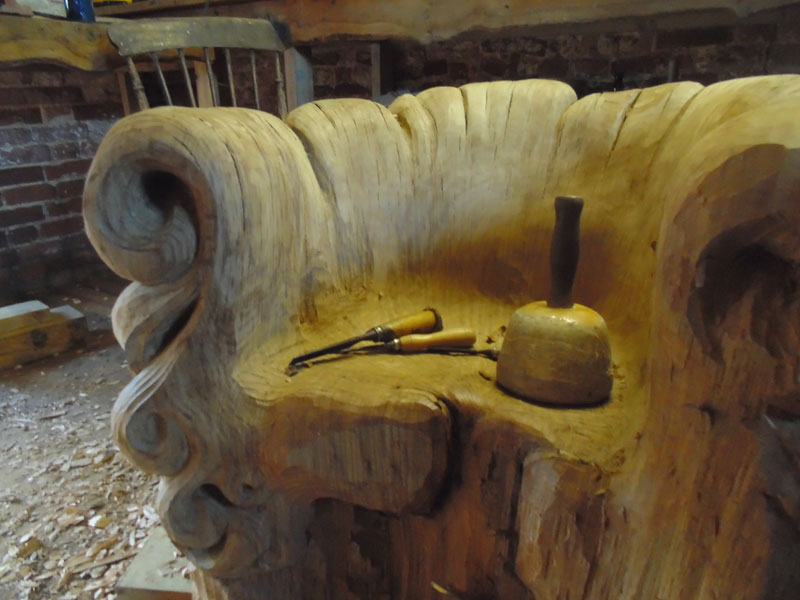 chair carved from single oak stump by alex johnson (3)