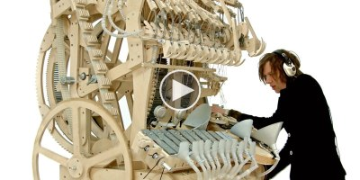 This Machine Uses 2,000 Marbles to Play Something Amazing