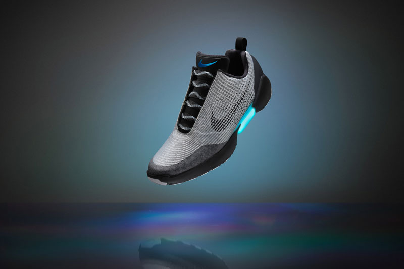 Nike Unveils Power Lacing Shoes That Automatically Tighten (1)