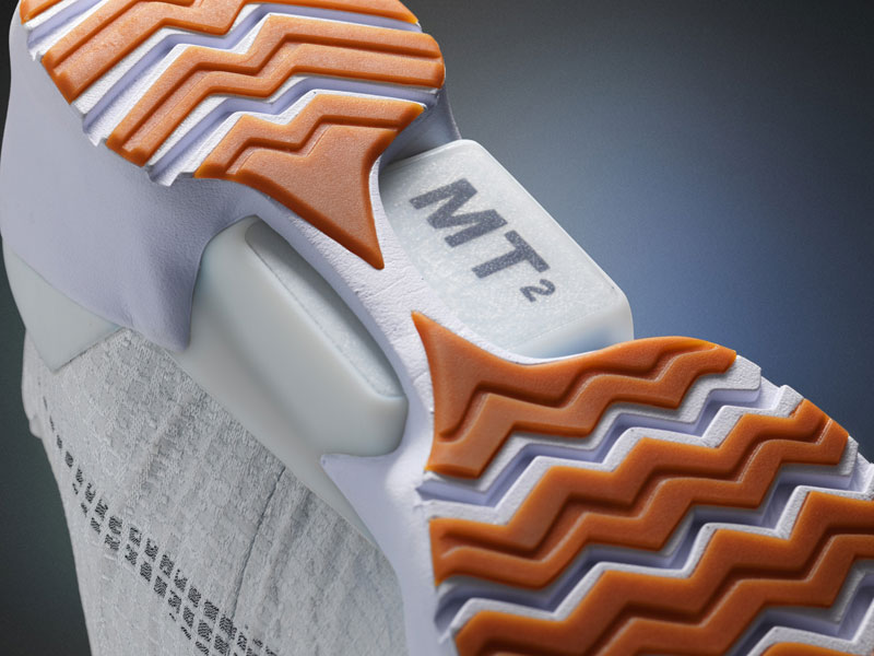Nike Unveils Power Lacing Shoes That Automatically Tighten (2)