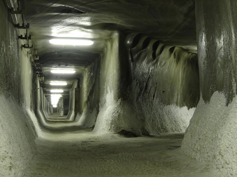 salina-turda-salt-mine-romania-(16)