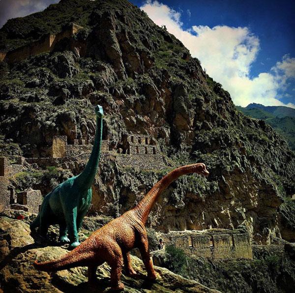 toy dinosaur photo series by jorge saenz (5)