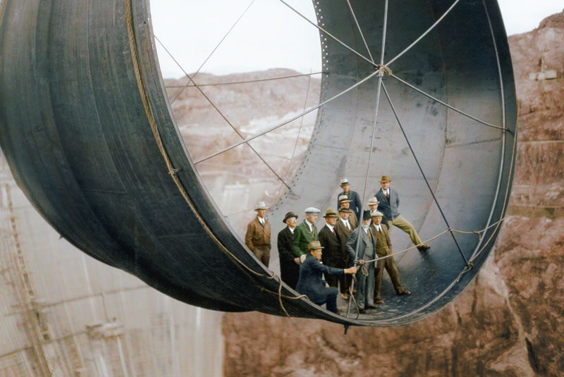 10 Colorized Photos of Famous Landmarks Under Construction