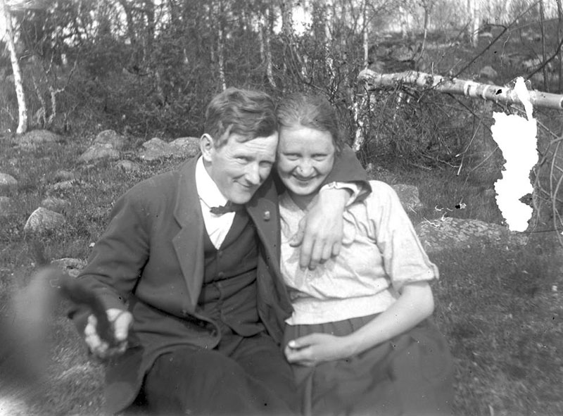 Picture of the Day: The Original Selfie Stick,1934