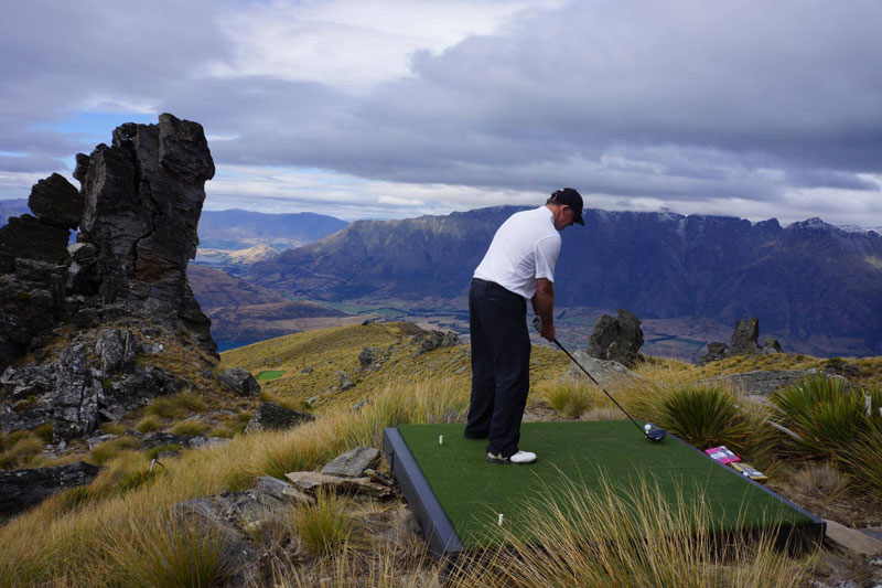 par 3 in the sky helicopter golf queenstown new zealand (7)