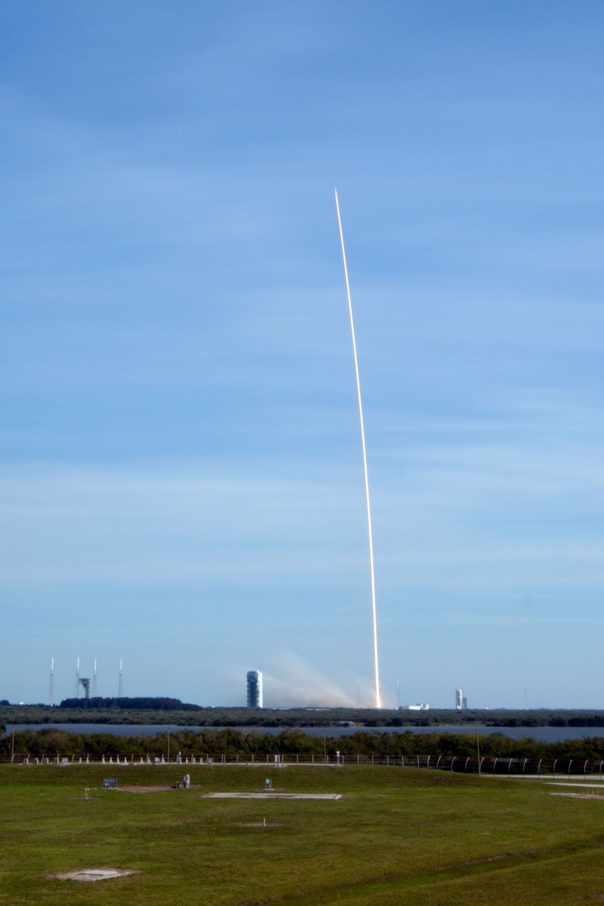 SpaceX Rocket Makes Historical Landing After Delivering Payload to ISS (7)