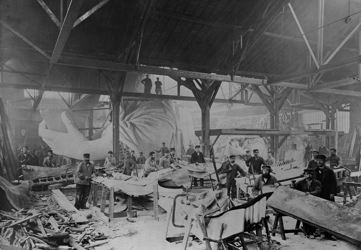 TPTM_15_Statue_of_Liberty_Workshop_1882_BW