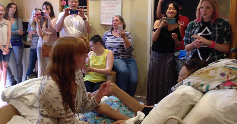 Florence-+-The-Machine-Give-Private-Concert-to-Teen-in-Hospice-That-Missed-Their-Show