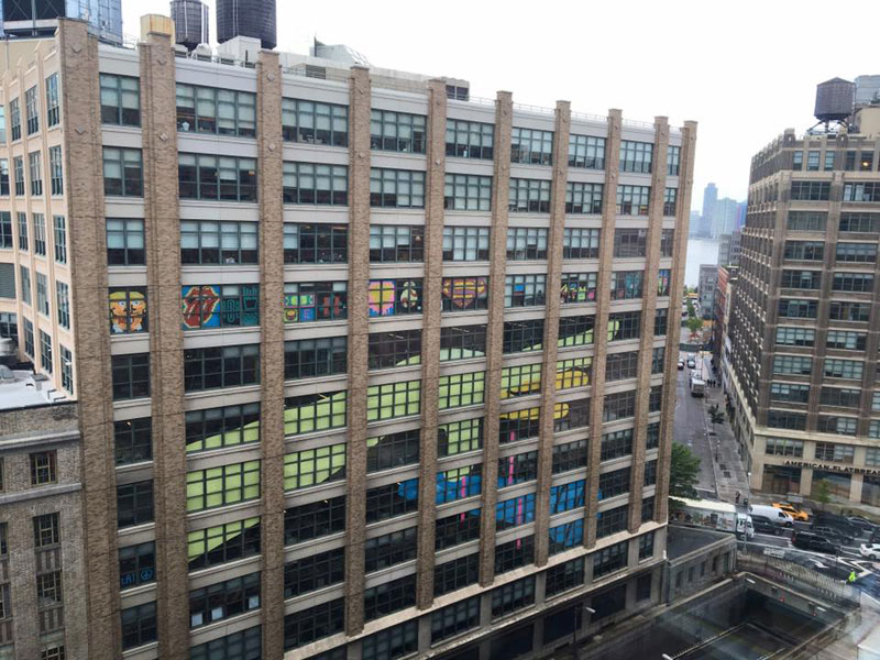 Two Buildings Were Having an Epic Post-It War Until This Happened (10)