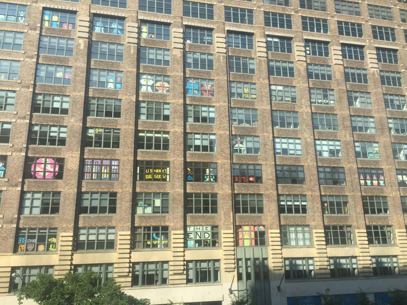 Two Buildings Were Having an Epic Post-It War Until This Happened (3)
