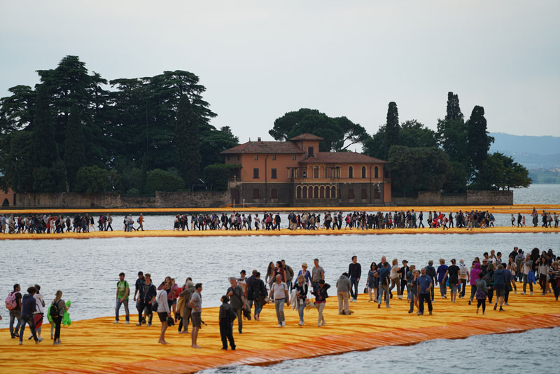 CHRISTO AND JEANNE-CLAUDE FLOATING PIERS LAKE ISEO ITALY (10)
