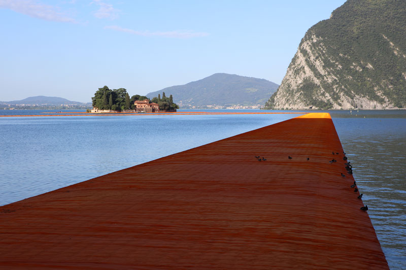 CHRISTO AND JEANNE-CLAUDE FLOATING PIERS LAKE ISEO ITALY (2)