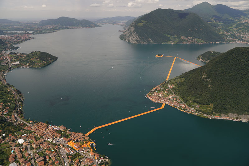 CHRISTO AND JEANNE-CLAUDE FLOATING PIERS LAKE ISEO ITALY (22)