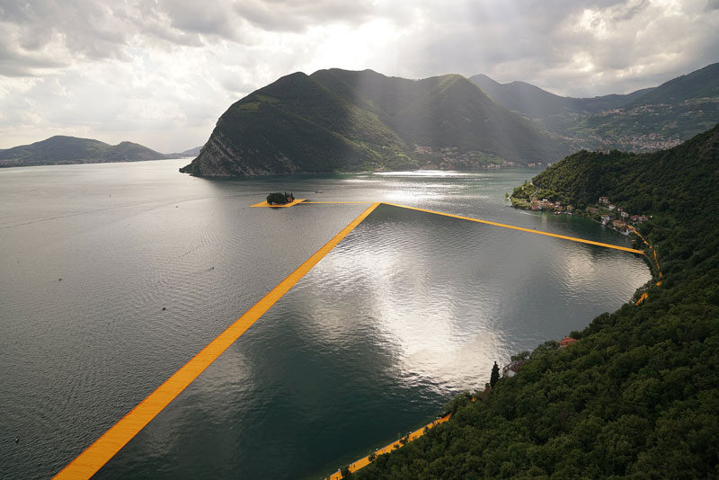 CHRISTO AND JEANNE-CLAUDE FLOATING PIERS LAKE ISEO ITALY (3)